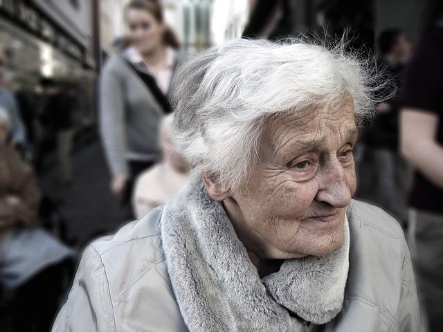 La malattia di Alzheimer e la paura degli specchi: il non riconoscere il proprio riflesso