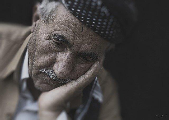 Deliri e allucinazioni nella demenza – 5 Consigli su come gestirli