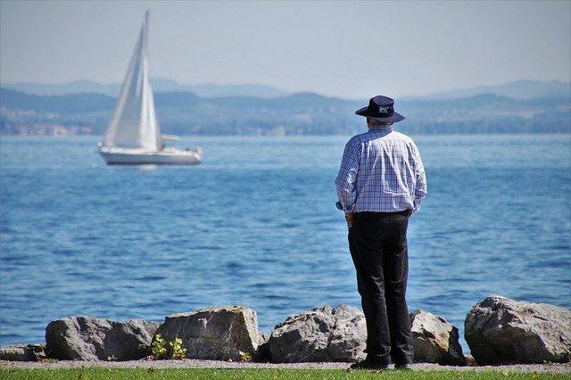 Demenza e solitudine- come comportarsi quando la persona con demenza vive da sola